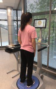Quantifica e addestra il controllo neuromuscolare, aiuta il paziente a controllare la posizione del proprio baricentro